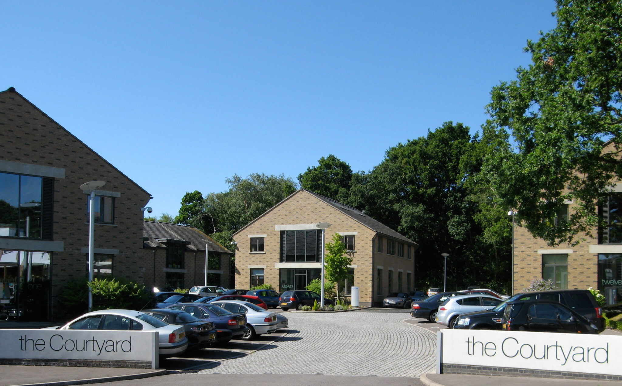 The Courtyard Bracknell offices to rent Bracknell entrance